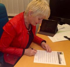 Independent MEP, Marian Harkin (Ireland North-West) signs the Come Out pledge. [Image: Twitter / Marian Harkin]