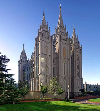 Mormon Salt_Lake_Temple,_Utah_-_Sept_2004-2