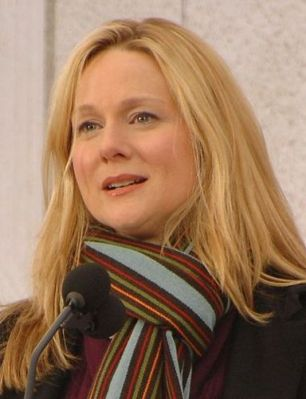 Laura_Linney_at_the_Lincoln_Memorial,_January_2009