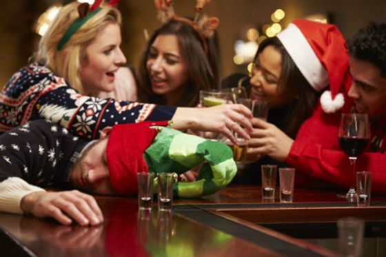 christmas-party-drinkers-600